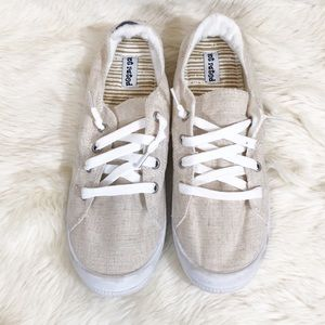 Not Rated Tan Lace Up Sneaker size 8.5